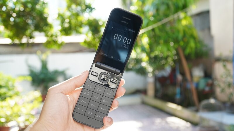 1611095728 591 Dien thoai Nokia 2720 Fold
